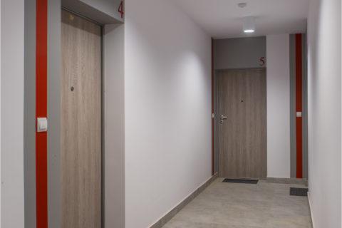 drzwi zewnętrzne Dierre i wycieraczki systemowe gotowe mieszkania stan deweloperski Comfort City Rubin