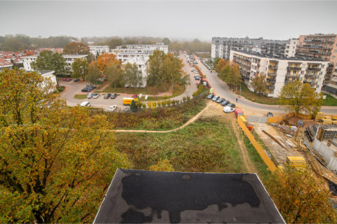 widok z Comfort City Rubin na okolicę i ulicę Winorośli