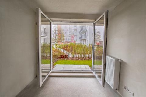 widok na patio z mieszkania na parterze Comfort City Rubin