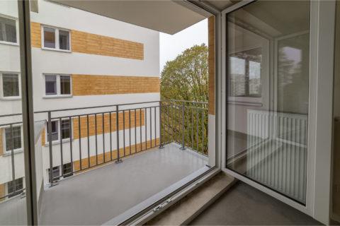 widok z okna na elewację budynku Comfort City Rubin