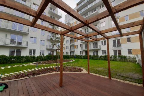 prace na patio powstaje miejsce reklasu dla mieszkańców Comfort City Bursztyn maj 2020