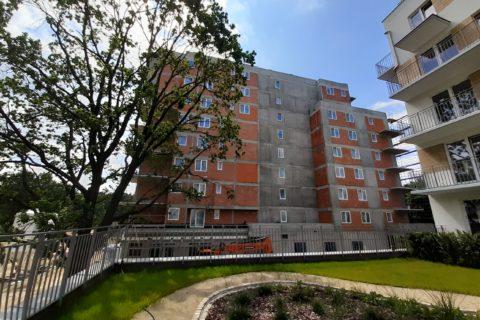 budynek Comfort City Ametyst widok z patio budynku Bursztyn czerwiec 2020