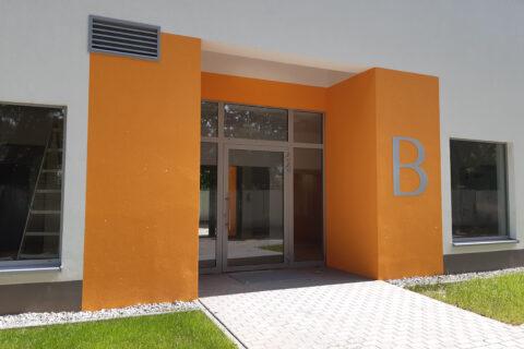 wejście do klatki B Comfort City Bursztyn lipiec 2020